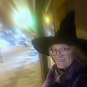 Cambridge Ghost Walks: Tanya Yurasova, a Green-Badge Cambridge tourist guide, on a ghost tour